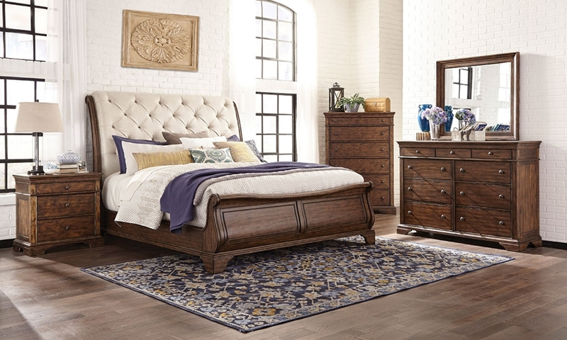Picture of Trisha Yearwood : Dottie Upholstered Queen Sleigh Bed