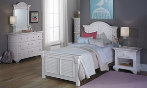Cottage Traditions Twin Bedroom Set with Panel Bed, 6-drawer dresser and Mirror in Eggshell White