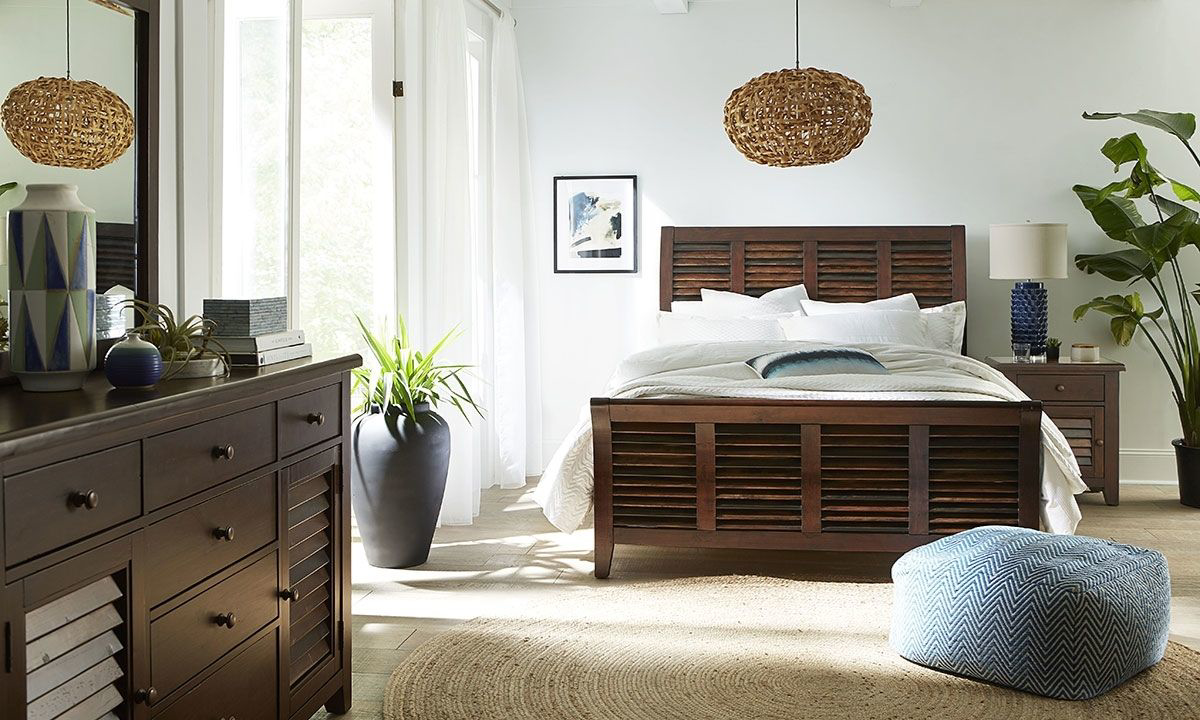 Picture of Modus Plantation Solid Island Pine King Sleigh Bedroom