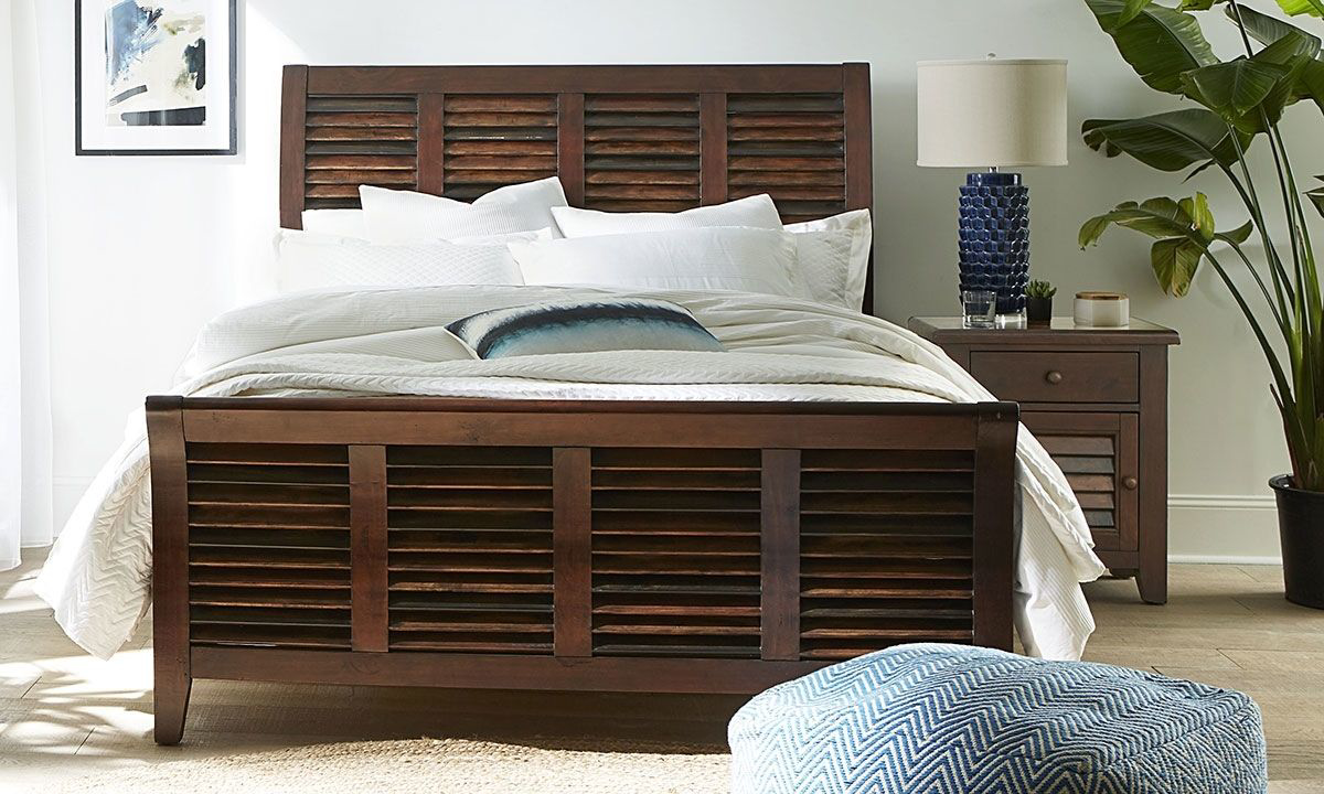 Picture of Modus Plantation Solid Island Pine Queen Sleigh Bed